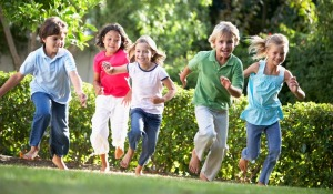5-kids-running-outdoors-p